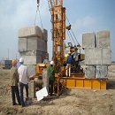 icon Operating pile driving machine